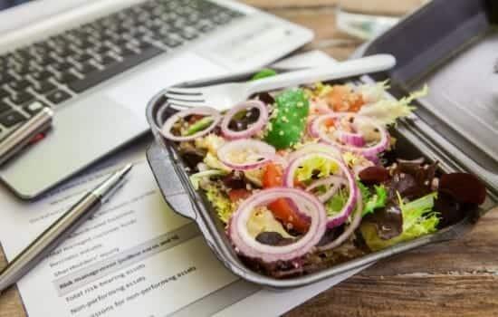 Genoeg Koolhydraatarm eten onderweg: slimme tips als je buiten de deur eet @QT94