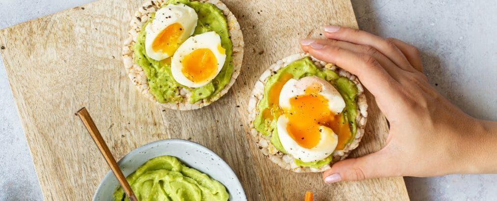 Goede Gezond lunch recept: Rijstwafels met avocado en ei PC-45